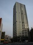 ザ・ヒルトップタワー高輪台 桜田通りやや五反田寄りから 2010年5月上旬撮影